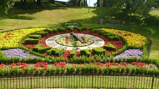 Florence Guest House: The Floral Clock in Pannet Park opposite the Florence