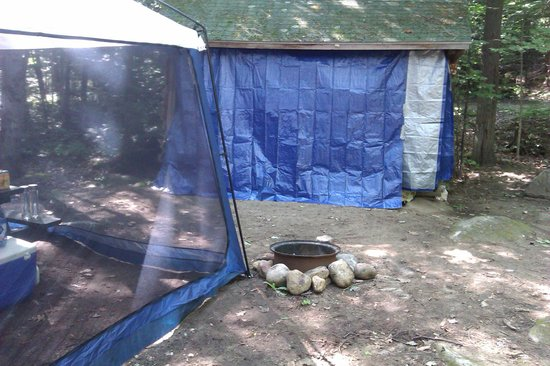 Lake Placid / Whiteface Mountain KOA: lean two # 2 with tarp ( we did not use this fire ring)