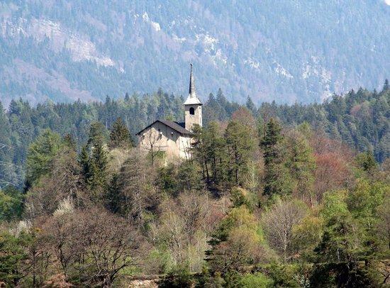 Rhazuns, Switzerland: Außenansicht aus dem Ort