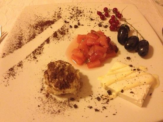 Ristorante La Torre: Nachtisch: verschiedene Obst und tiramisu und Pudding