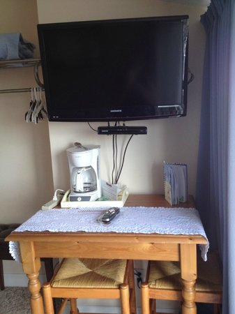 Windjammer By The Sea: Flat screen TV above table and stools you could pull out to eat on