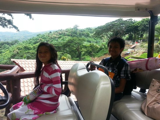 Sol Y Viento Mountain Hot Springs Resort: Kids loving the shuttle