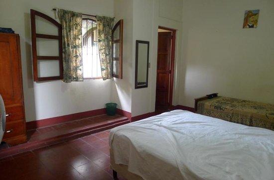 Hostal Calle de los Poetas: private room