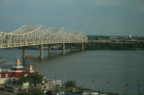 Sheraton Louisville Riverside Hotel: View from room of the Ohio river