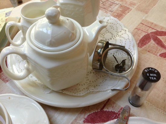 Marshmallow tearoom & restaurant: Never drink your tea before its time.