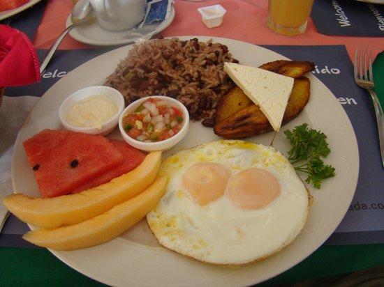 Hotel Colonial: Breakfast