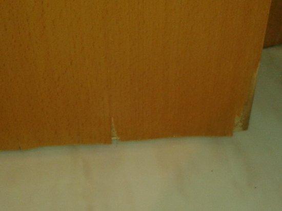 Tryp Ciudad de Elche Hotel: puerta descascarillada