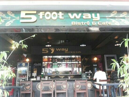 5 Foot Way: so relaxing, like an art galary,