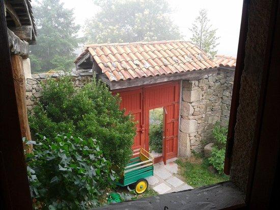 Caserio da Castineira: Puerta abierta de entrada, una invitación a descubrir el nuevo dia