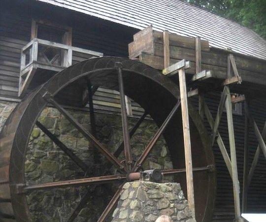 Michie Tavern: wheel