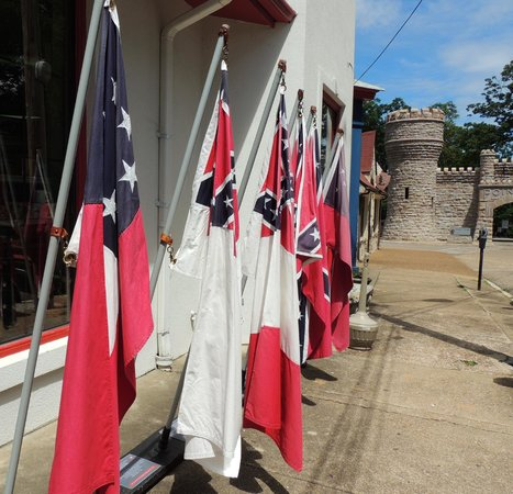 Battles for Chattanooga Electric Map and Museum: Flags on display in front