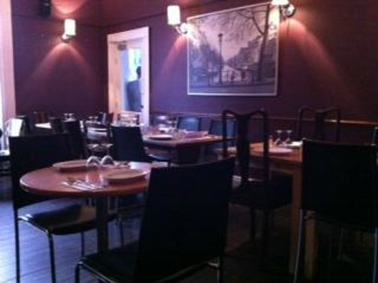 Seven Bar and Grill: Dining room