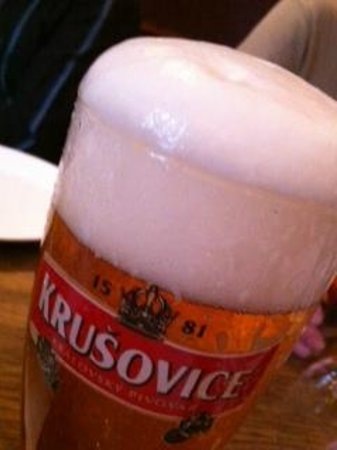Seven Bar and Grill: Nice glass of beer