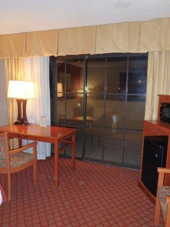 Holiday Inn Express Solvang: sliding door to tiny patio near main street