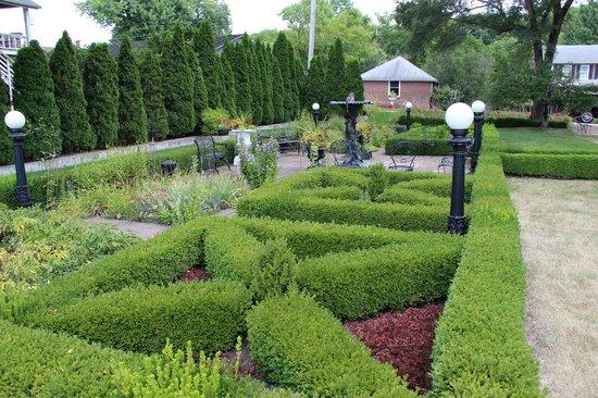 Belvedere Mansion: side gardens
