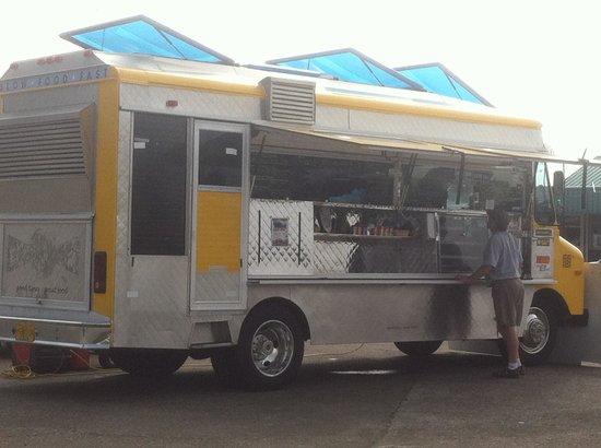 A Taste of Hawaii: Cute truck!