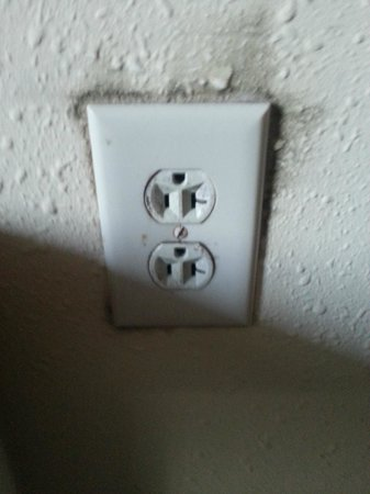 The Palms Oceanfront Hotel: Blow wall sockets