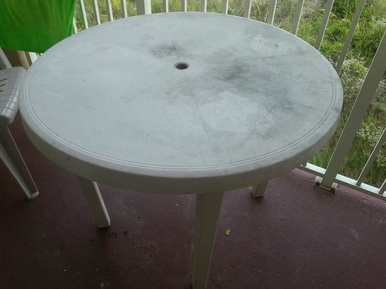 The Palms Oceanfront Hotel: Patio table (plastic)