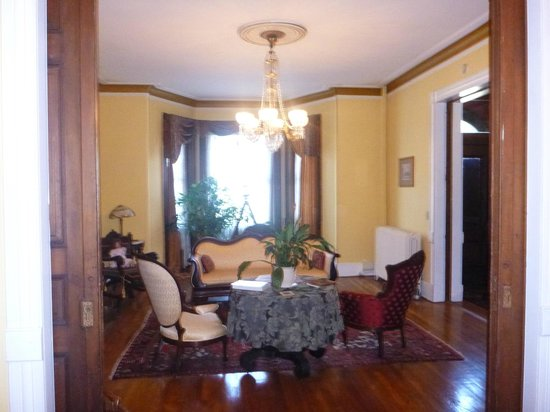 Chester Arthur House B & B at Logan Circle: Sitting Room