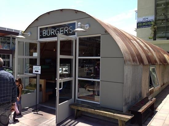 Pono Burger: Remodeled quonset hut has special ambiance.