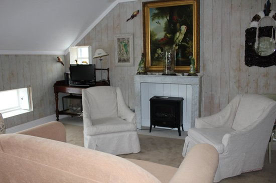 The Quay House: The sitting area of our room