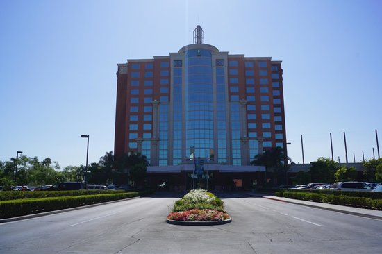 Embassy Suites by Hilton Anaheim - South : The exterior