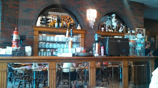 Red Rose Pizzeria: The quaint bar and backdrop