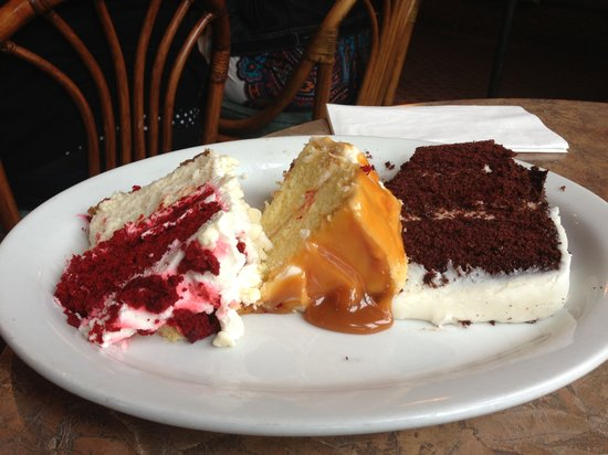 Rosine's Restaurant : Sampling of 3 cakes! Delicious!