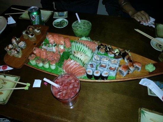 Kasato Sushi: Pensem num barco deliciosoooooo!