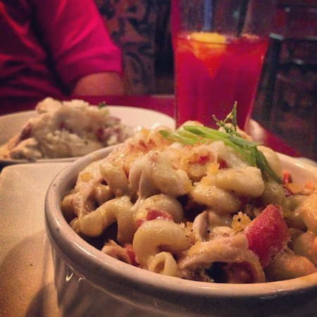 Big River Grille & Brewing : The Bacon and Chicken Mac n Cheese, side of their creamy mashed potatoes and rasberry iced tea (