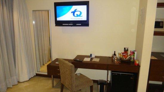 Blue Suites Hotel : Minibar de la habitacion