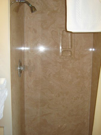 Crescent Beach Motel: Shower / Corian