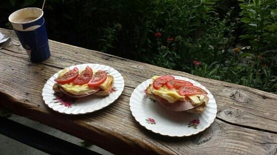 Bolacco Cafe: Breakfast bun