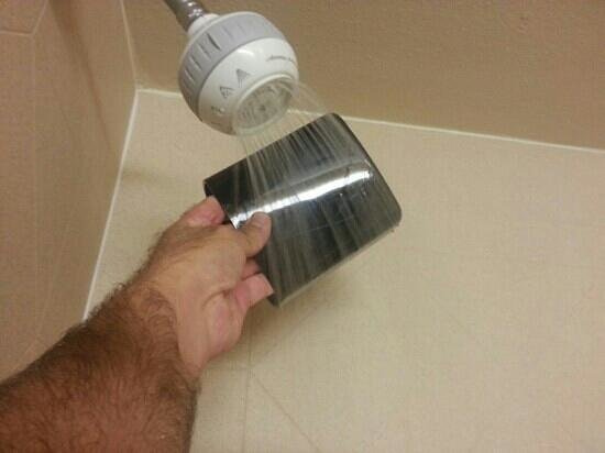 Hampton Inn Houston Stafford: barely any water pressure in shower and no hot water