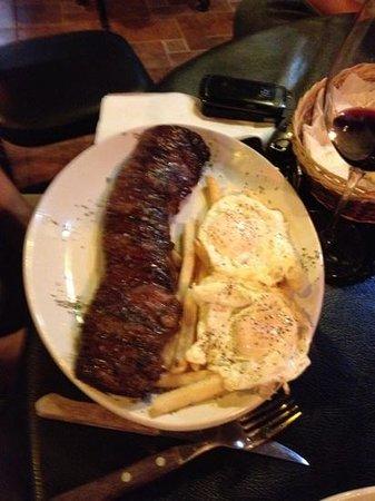 Patagonia Restaurant: entraña con papas y huevos