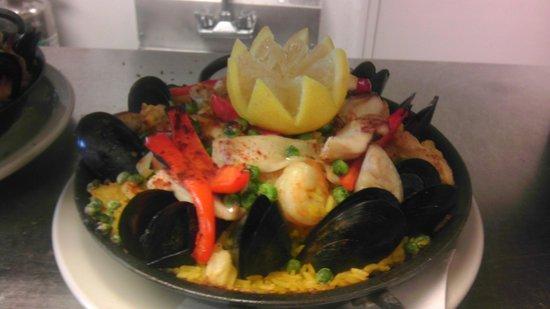 Delicia's Latin American Cuisine : Seafood Paella