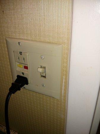 Courtyard Greenbelt: Light switch