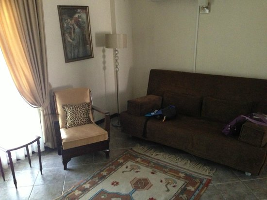 Ephesus Suites Hotel: Sitting room
