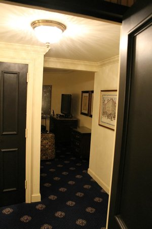 The Rittenhouse Hotel: Entrance area of room