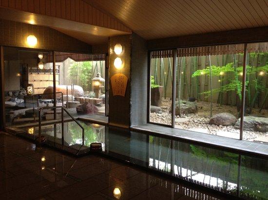 Tsuruya: 広々としてきれいな大浴場