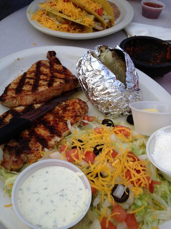 Grizzly Claw Restaurant : Grilled Pork chops