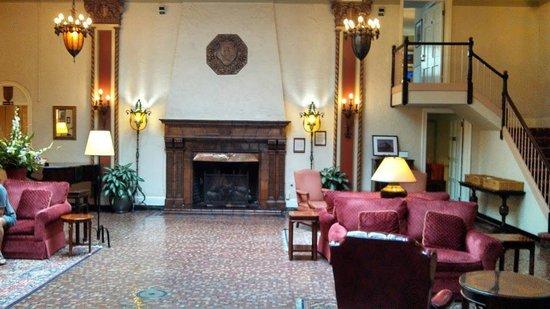 Cardinal Hotel: Hotel Lobby