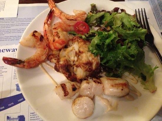 Legal Sea Foods : crab cake combo