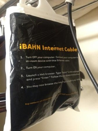 Residence Inn San Diego Downtown : internet cables..lol
