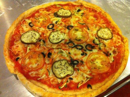 Italien Garden Restaurant: 6.50 $ fur diese leckere Pizza