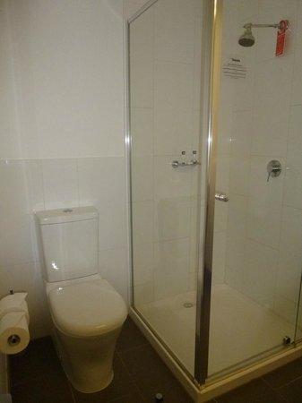 Travelodge Hotel Melbourne Docklands: Bathroom
