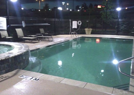 Staybridge Suites Kansas City - Independence: Outdoor Pool and Hot Tub