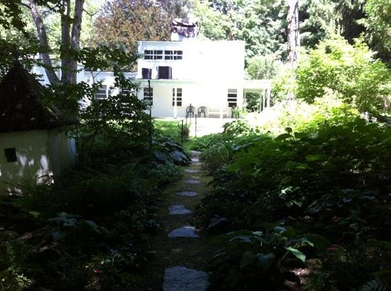 Frelinghuysen Morris House & Studio : from the gardens