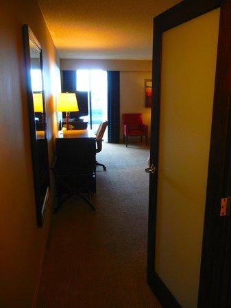 Sheraton Albuquerque Uptown: Entrance to king room