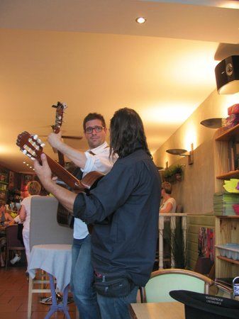 La Moule Qui Chante : Street music
